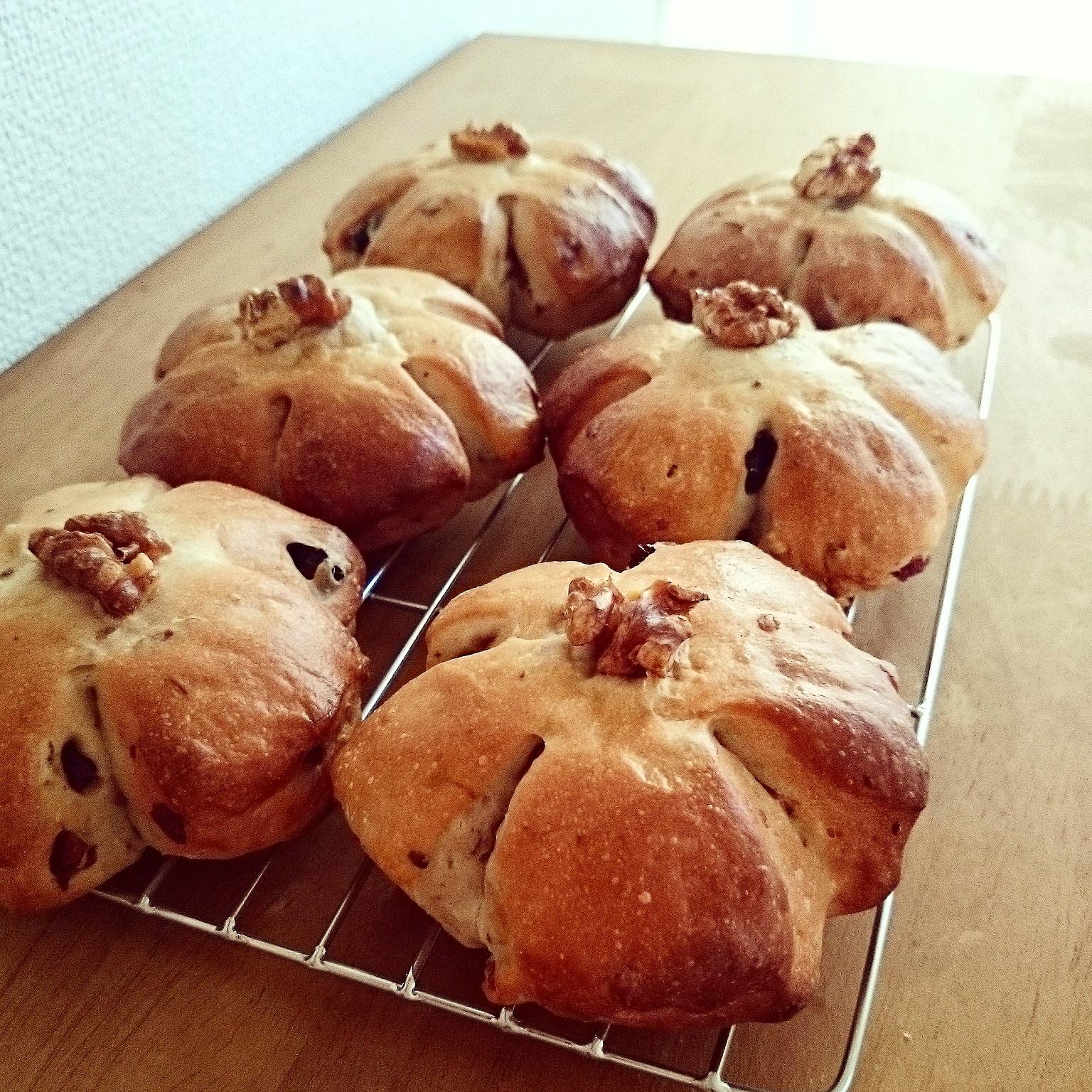 お花らしくなった胡桃とクランベリーのパン・明太子クッペ❁胡桃パンの成形