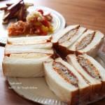 山食焼いて、コロッケサンド&卵サンドな朝食♪