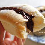 ほわほわ白パンドッグにチョコクリームを挟む!❁レシピ付き